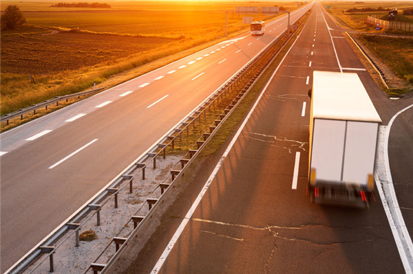 When is the Best Time to Drive When You're Moving: Day or Night?